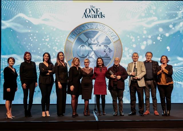 """The ONE Awards'un 5'inci yılında üst üste farklı kategorilerde toplam 6 ödül alan Beko """"Büyük Ödül""""ün sahibi oldu."""