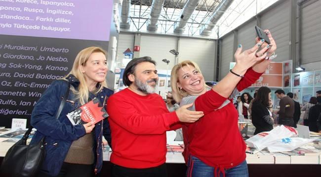 'Madalyasız' romanına Kahramanmaraş'ta imza günü