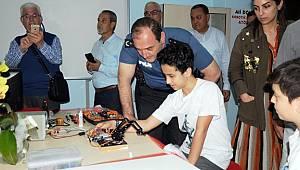 Hayırsever öğretmenden okuluna robotik kodlama atölyesi