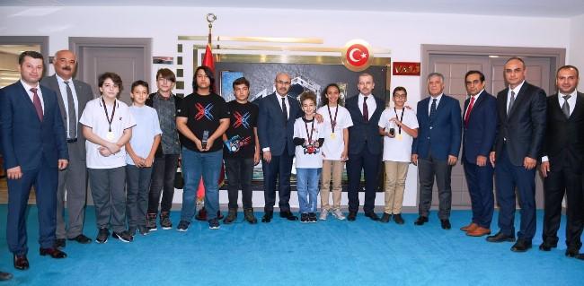 Robotik kodlamada Türkiye'yi temsil edecekler
