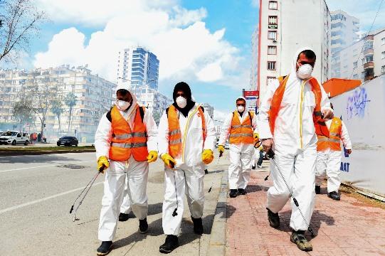 Seyhan, sokakları dezenfekte ediyor