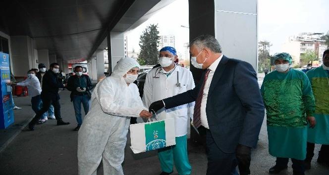 Büyükşehirden sağlık çalışanlarına hijyen kiti