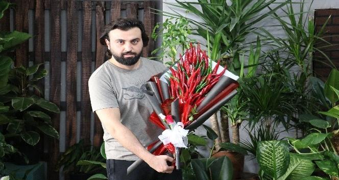Aşk acısı çekenlere Maraş biberinden çiçek buketi