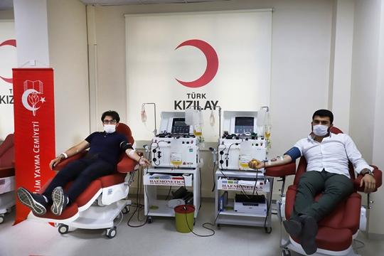 İYC Adana Şubesi, Genel Başkan Yusuf Tülün'ün çağrısı ile Kızılay'a kan bağışında bulundu